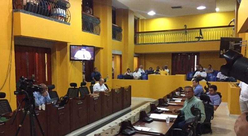 APLAZADAS INSTALACIÓN DE EXTRAS Y POSESION DE FUNCIONARIOS