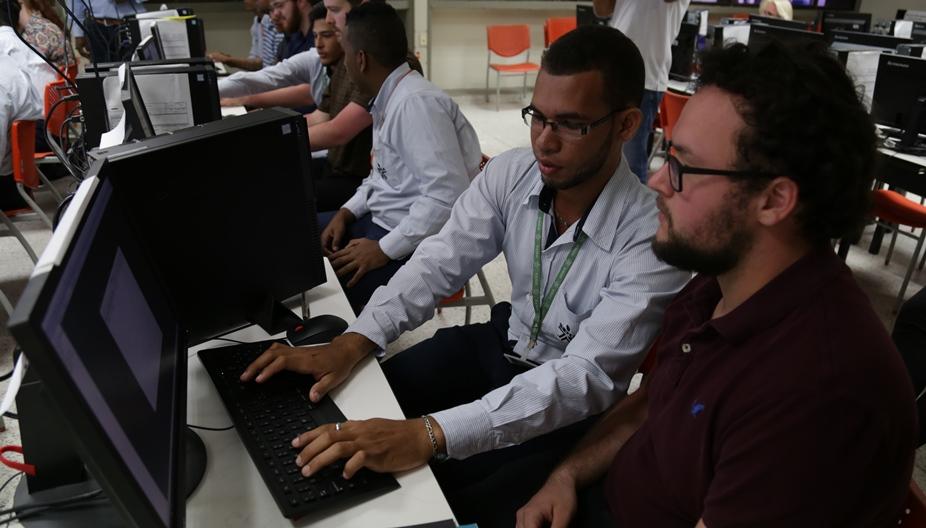 APRENDICES DEL SENA EN ESTADOS UNIDOS POR INTERCAMBIO EN TECNOLOGIAS DE LA INFORMACION