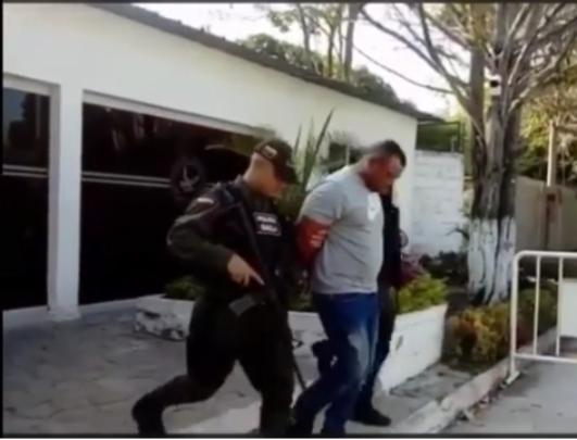 Con las manos en la plata capturado agente del DATT cuando extorsionaba a una infractora