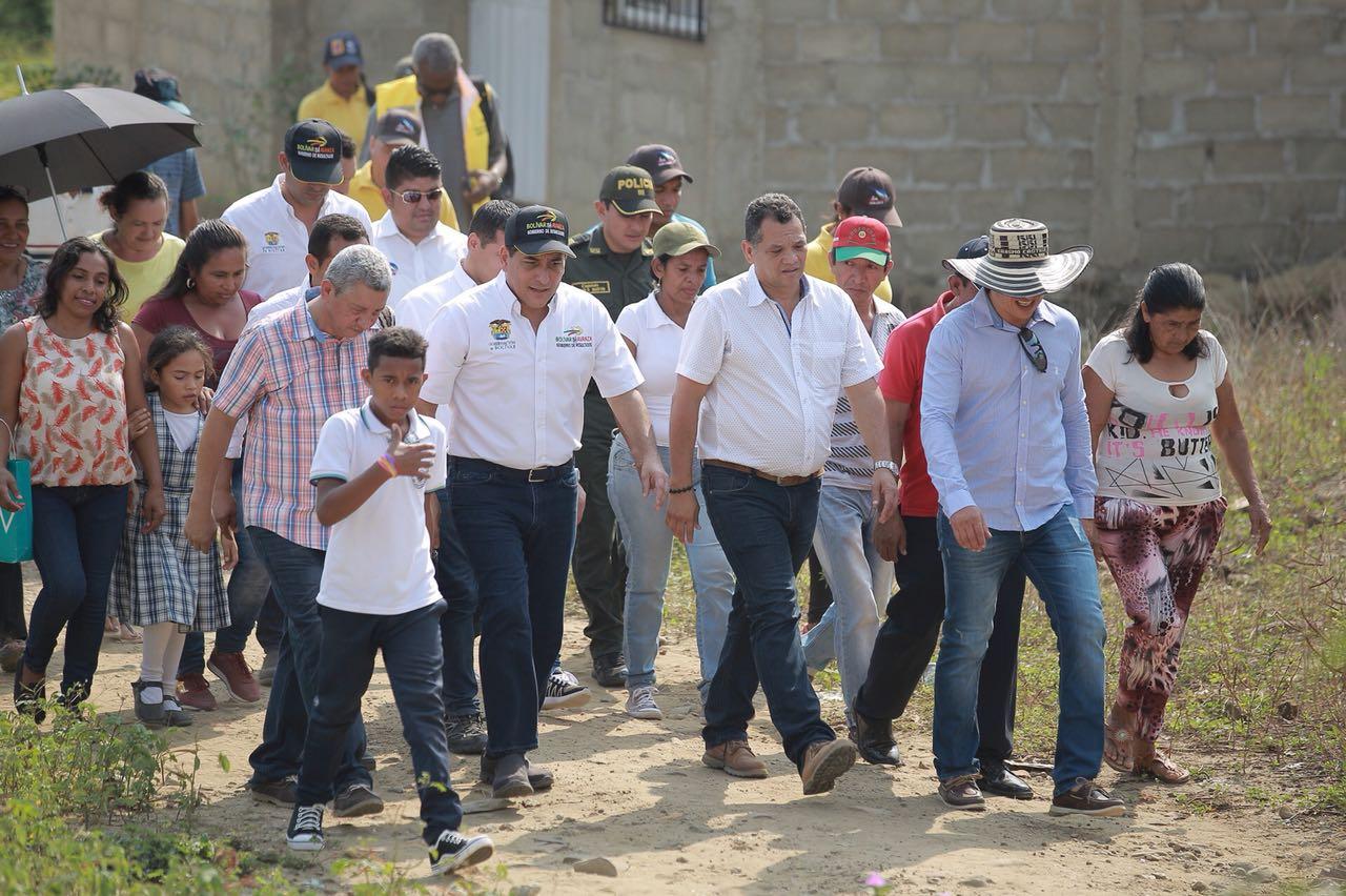 GOBERNADOR DE BOLÍVAR VISITO  COMUNIDAD DE LAS PALMAS EN  SAN JACINTO