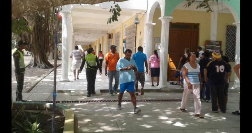 GRAVES FALLAS ESTRUCTURALES  EN COLEGIO FERNANDEZ BAENA