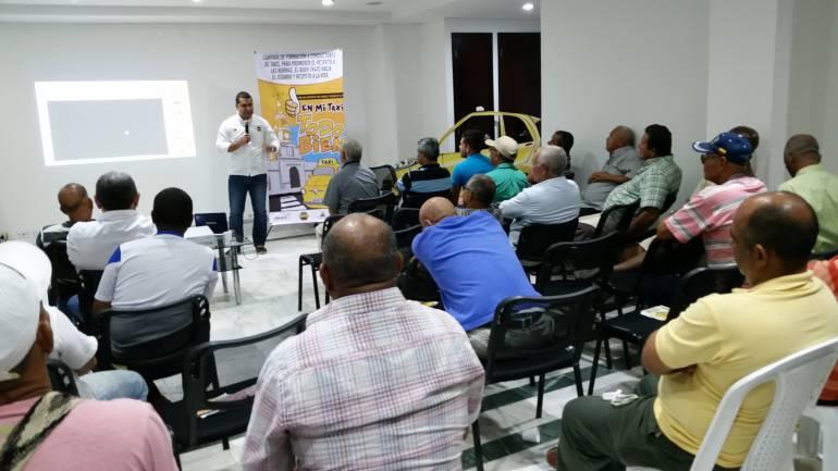 PARA MEJOR SERVICIO A USUARIOS Adprotac continua capacitacion a taxistas